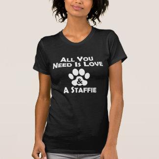 Camiseta Amor e um Staffie