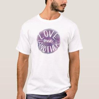 Camiseta Amor Mão-Indicado por letras um outro de Bokeh da