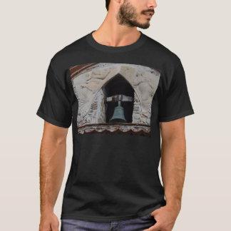 Camiseta Anjos em torno de uma igreja Bell