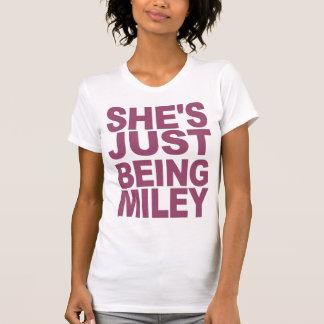 Camiseta Apenas está sendo t-shirt de Miley