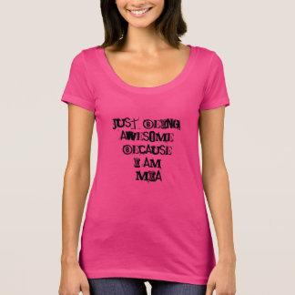 Camiseta Apenas sendo impressionante porque eu sou Mia
