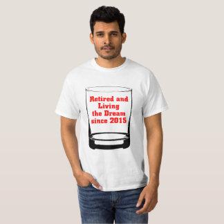 Camiseta Aposentado e vivendo o sonho desde 2015.