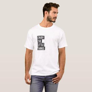 Camiseta Aprecie o t-shirt mínimo da tipografia pequena das