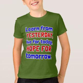 """Camiseta """"Aprenda o roupa americano dos miúdos de ontem"""""""