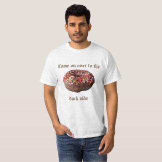 Camiseta Aproximado sobre ao Tshirt da rosquinha do lado
