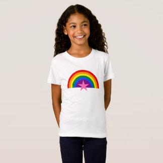 Camiseta arco-íris com estrela cor-de-rosa