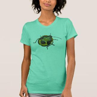 Camiseta Artigos de coordenação da ninfa verde do inseto do
