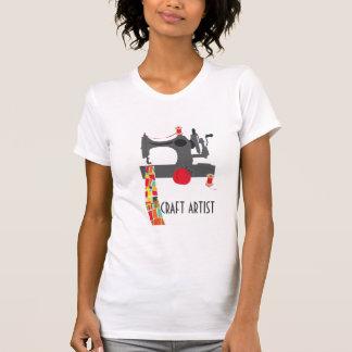 Camiseta Artista do artesanato com a máquina de costura do