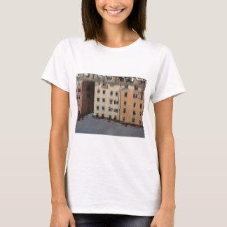 Camiseta As casas são refletidas na água tranquilo
