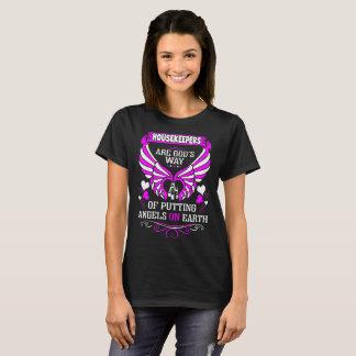 Camiseta As empregadas são anjos dos deuses no Tshirt da