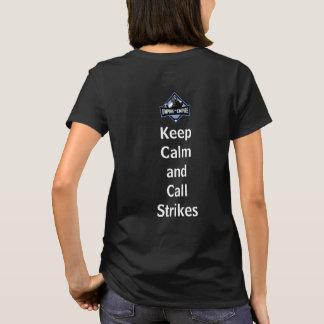 Camiseta As mulheres mantêm a calma e chamam o t-shirt das