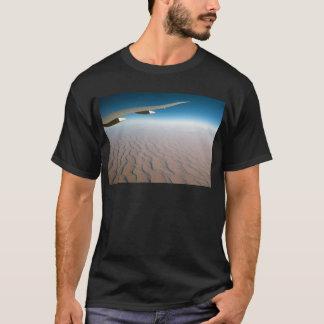 Camiseta Asa do avião de passageiros sobre o deserto