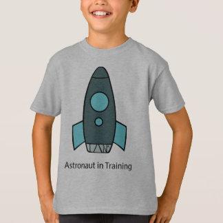 Camiseta astronauta do foguete do navio de espaço
