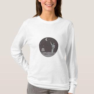 Camiseta Astronauta que aponta linha da canela da lua das
