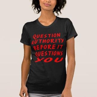 Camiseta Autoridade da pergunta antes que o questionar