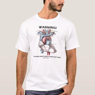 Camiseta Aviso! Objeto de aproximação com coração enorme