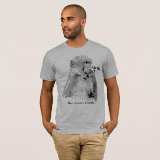 "Camiseta Babuíno ""Uh-Oh"" na pose de divertimento"