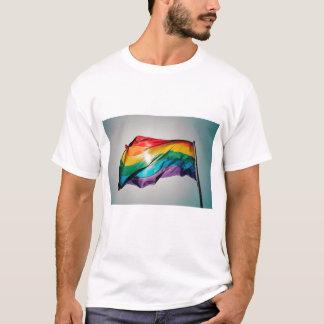 Camiseta bandeira LGBT da Seis-cor