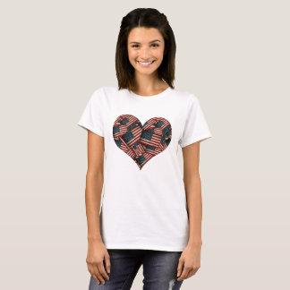 Camiseta Bandeiras americanas afligidas dadas forma coração