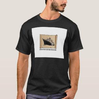 Camiseta barco no oceano