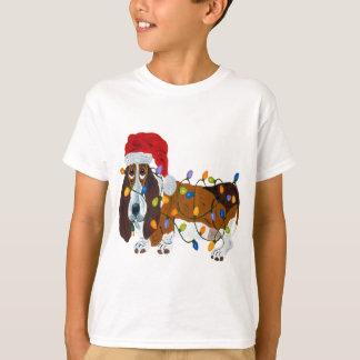 Camiseta Basset Tangled em luzes de Natal