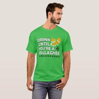 Camiseta Beba até que você esteja um gallagher
