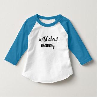 Camiseta bebê selvagem sobre o camisa-design do miúdo das