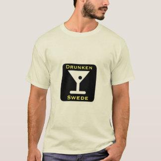 Camiseta Bebendo escandinavo do sueco bêbedo engraçado