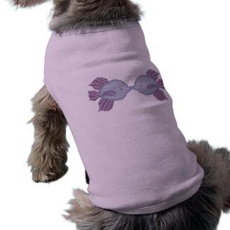 Camiseta Beijando a camisa do cachorrinho dos peixes