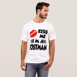 Camiseta beije-me que eu sou um carteiro