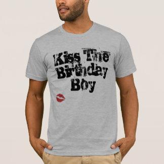 Camiseta Beije o menino do aniversário