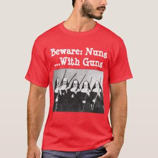 Camiseta Beware: Freiras… com armas