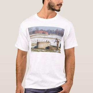 Camiseta Bomba de água e bem na paisagem da neve do inverno