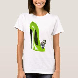 Camiseta Borboleta com design da arte dos calçados do