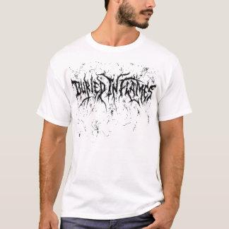 Camiseta Branco enterrado nas chamas