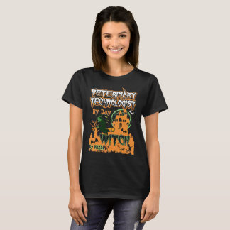Camiseta Bruxa veterinária do tecnólogo em a noite o Dia