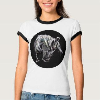 Camiseta Cabeça de cavalo branco com maine longo. Arte pelo