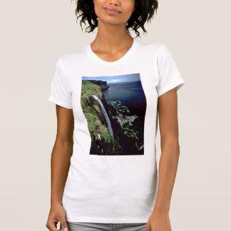 Camiseta Cachoeira sobre os penhascos da ilha de Skye, Sco