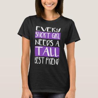 Camiseta Cada menina curta precisa t-shirt altos de um