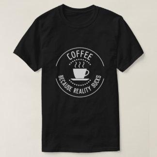 Camiseta Café porque a realidade suga o logotipo