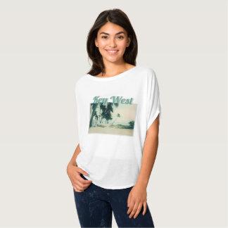 Camiseta Caiaque, conselhos de surf, e surfistas na praia