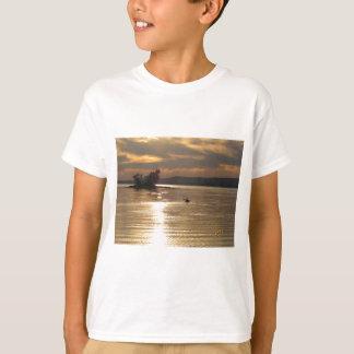 Camiseta Caiaque solitário no lago