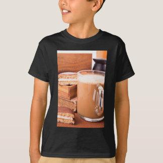 Camiseta Caneca grande de cacau quente com espuma