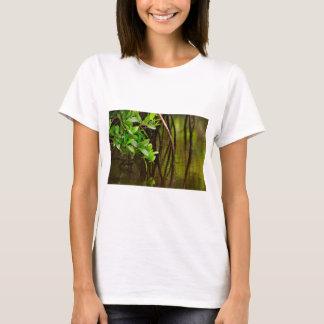 Camiseta Canoeing através dos manguezais quietos