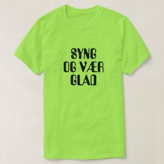 Camiseta cante e esteja feliz no verde norueguês