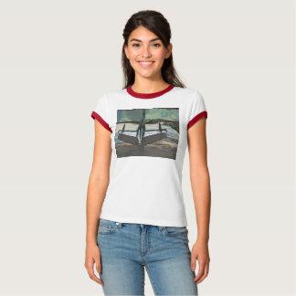 Camiseta Capa do carro da mulher como o t-shirt da arte