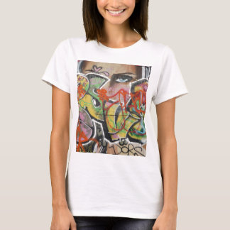 Camiseta cara do tipo de texto mulher mural da arte