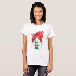 Camiseta carneiros do Natal que jogam o piano
