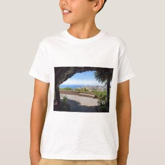 Camiseta Cave a probabilidade no mar e na vila em Madeira