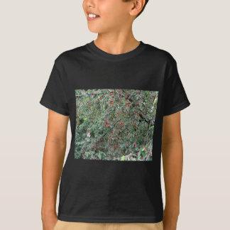 Camiseta Cerejas vermelhas na árvore no pomar de cereja